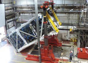 Rigging a pharmaceutical distillation column module within near-zero clearance environment using 300 ton hydraulic gantry system