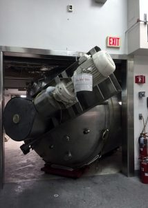 Removing vessels from pharmaceutical plant through a tight clearance doorway